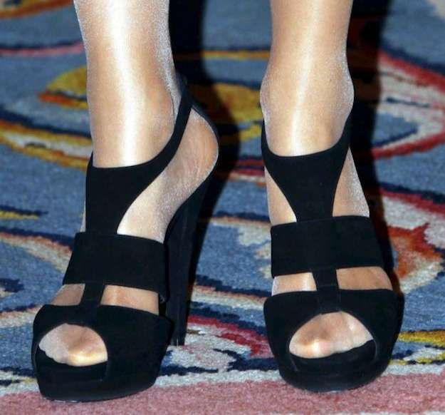 db6c9e4af13b1 Los zapatos más espectaculares de la Reina Letizia  fotos de los modelos -  Zapatos Letizia sandalias negras
