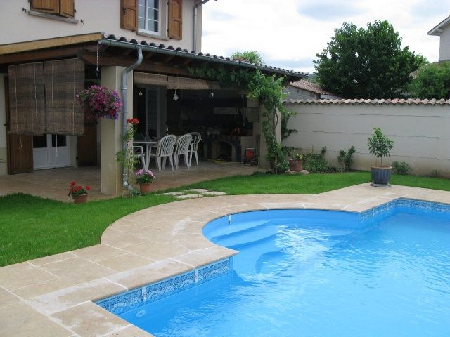margelle de piscine droite pour escalier roman dallage en pierre naturelle de bourgogne lanvignes clair
