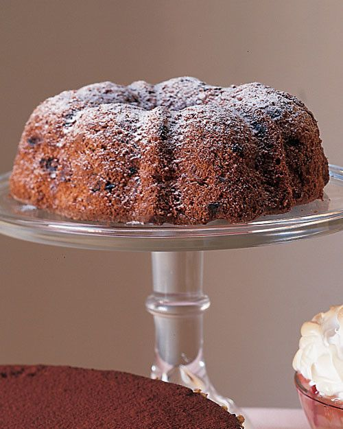 This kosher cake is dusted with a mixture of granulated sugar and potato starch in lieu of confectioners' sugar.