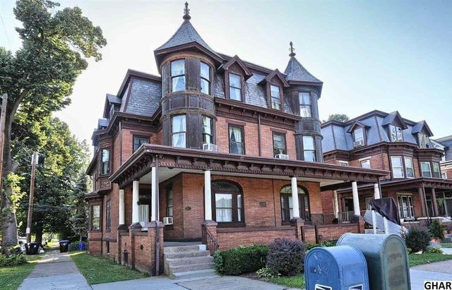 Cyndi Lauper S Fun Ct Colonial Is This Week S Most Popular Home Victorian Homes Old Victorian Homes Abandoned Mansion For Sale