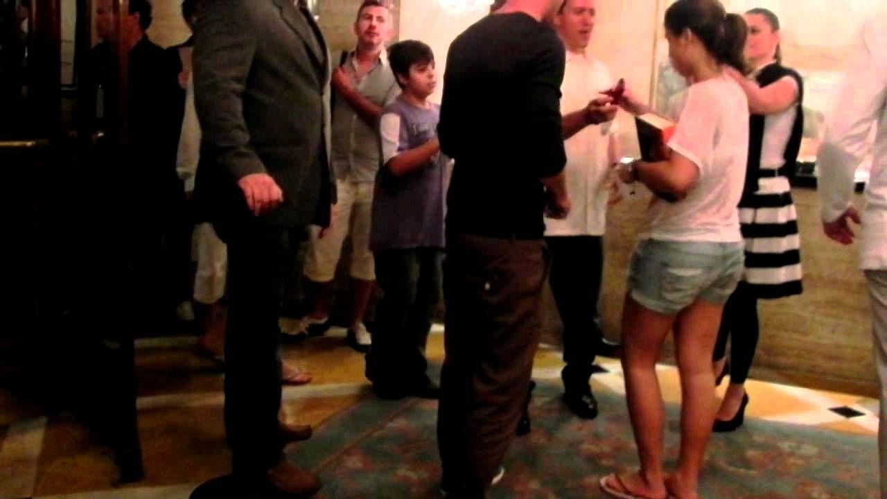 Tom Felton(Draco Malfoy) gives pizza to fans at Copacabana Palace(Rio)