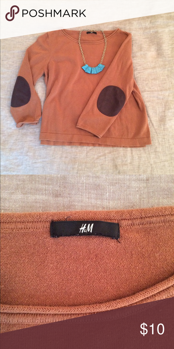 H&M tan sweater H&M tan sweater with brown elbow patches. It's a loose boxy shape and a bit shorter in the torso. H&M Sweaters