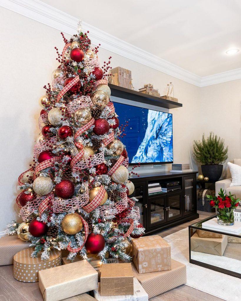 Christmas Tree Decorations Ideas 2019 Hey Cinderella Christmas Tree Traditional Holiday Decor Christmas Tree Decorations
