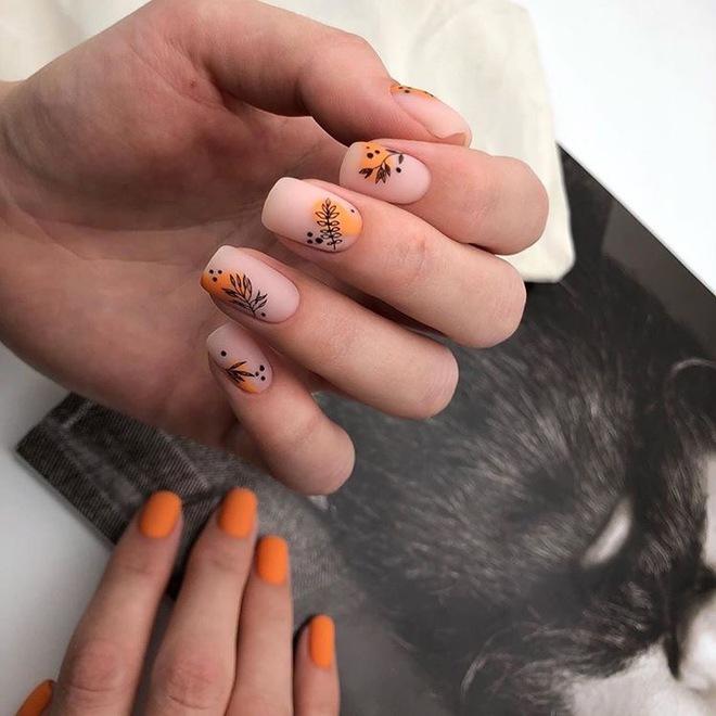 Встречая весну: цветы в маникюре 2020 | Оранжевые ногти ...