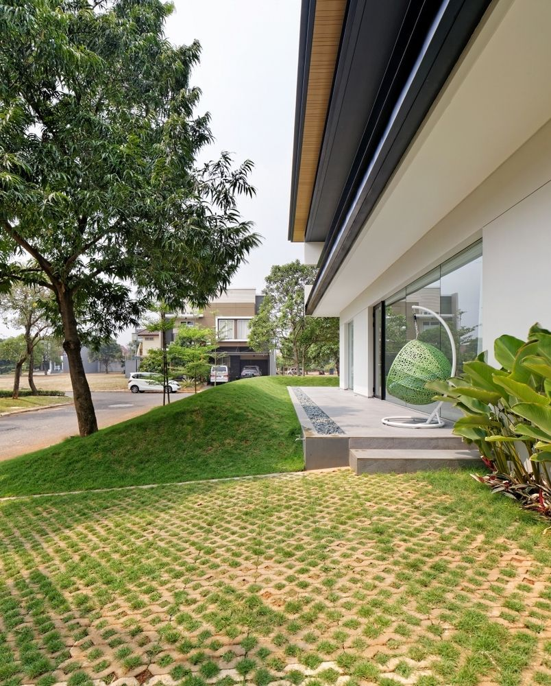 Houzz Spring Landscaping Trends Study: Gallery Of RS House / Axialstudio - 3