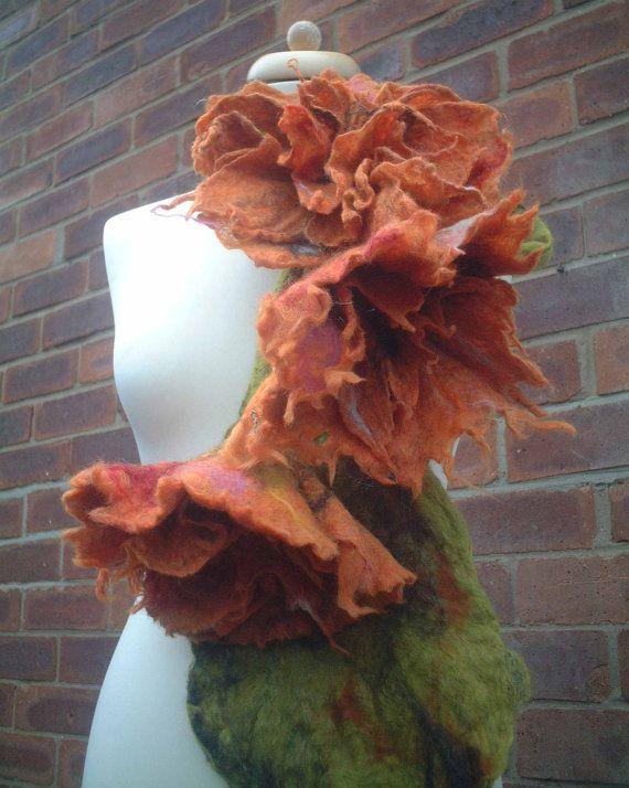 art to wear felted wool flower necklace scarf par FeltedArtToWear, £55.00