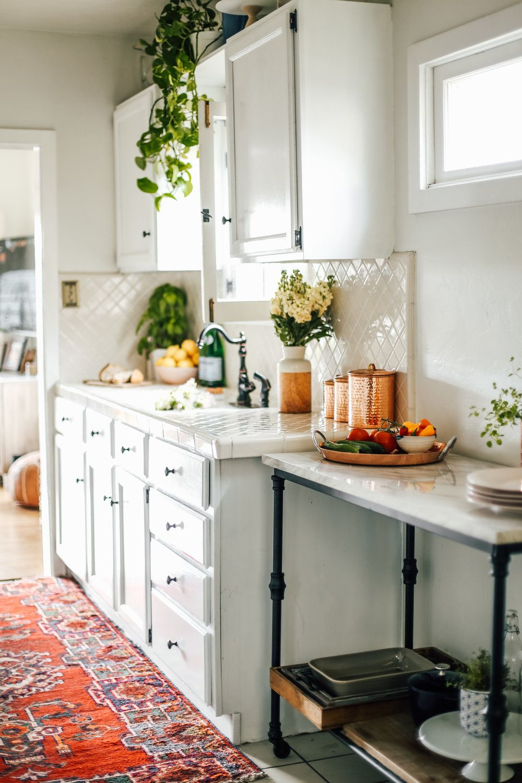 Excellent Picture Of Rental Apartment Kitchen Ideas Rental Kitchen Makeover Interior Design Kitchen Rental Kitchen