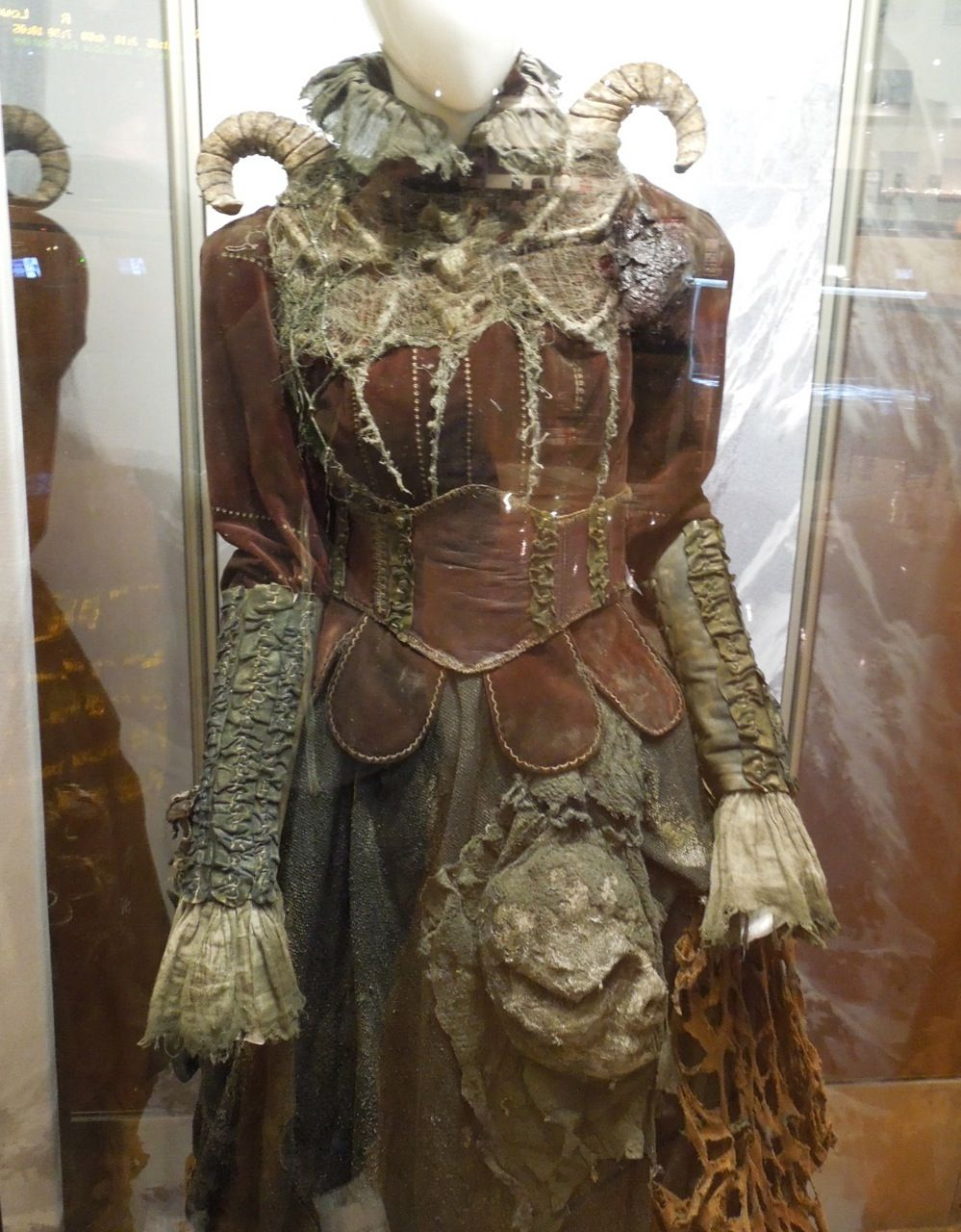 Tall witch costume detail Hansel & Gretel Witch Hunters | Costumes ...