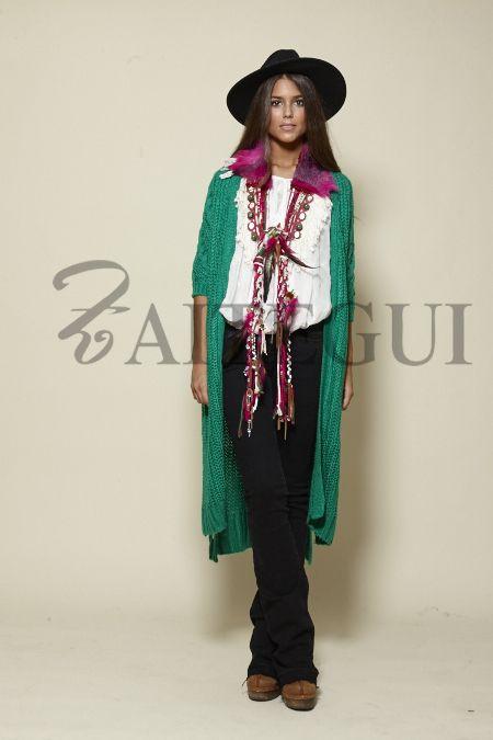 Collar de lana en crudo, fucsia y verde