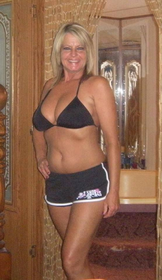hot mom dating