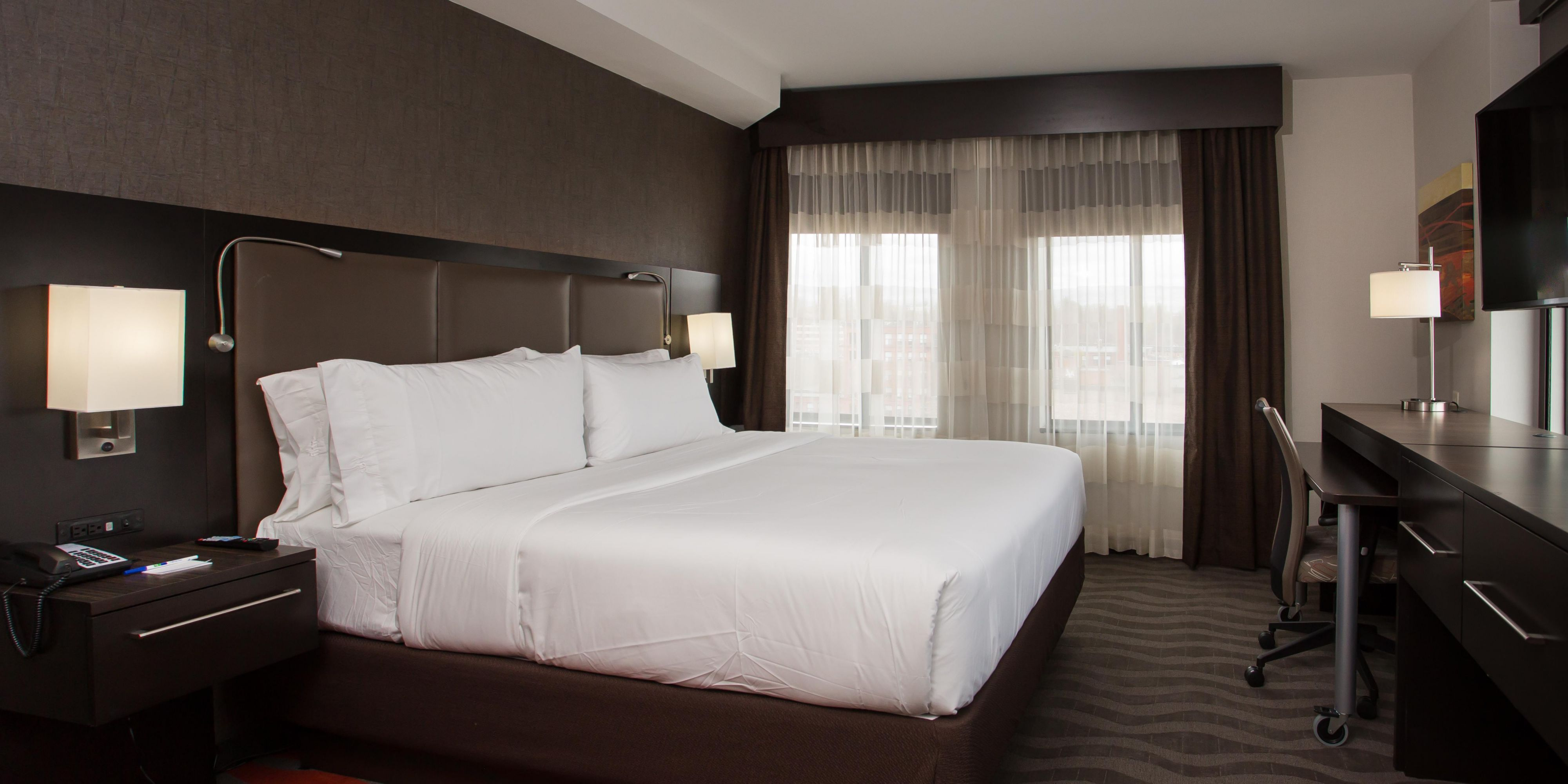Holiday Inn Express Springfield 5500648611 2x1 Holiday Inn Inn Springfield