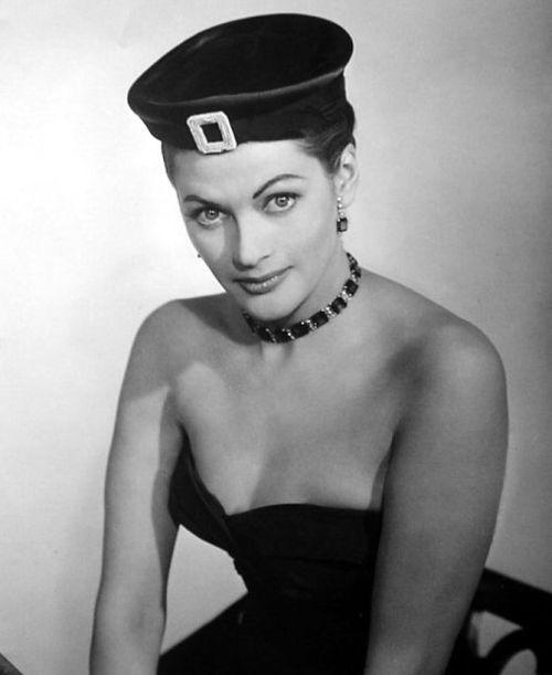 Yvonne De Carlo, 1955