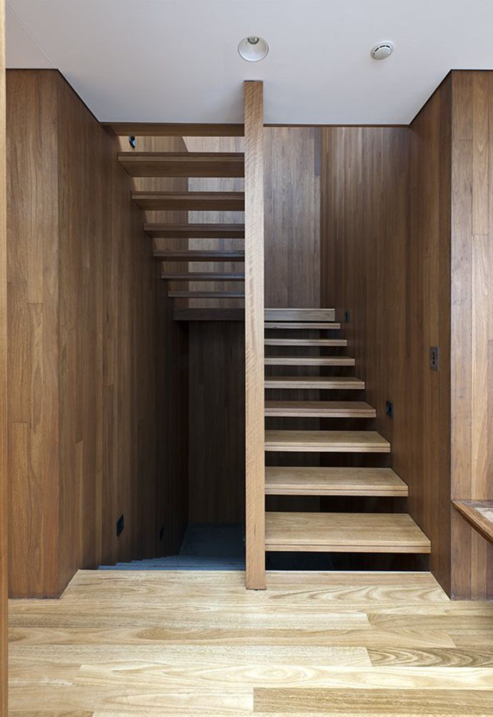 Flipped House by MCK Architects escaliers Stair walls