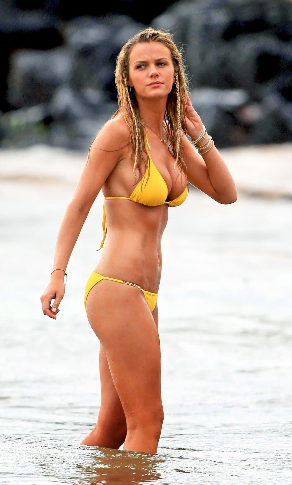 100 Images of Amber Heard Bikini