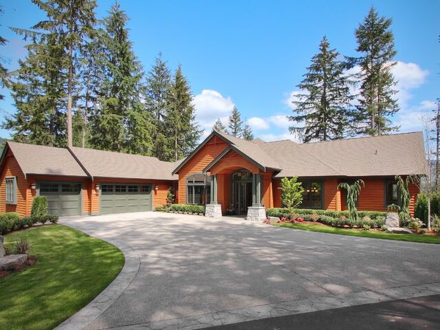 I Love The L Shape Layout And Curb Appeal Of This Craftsman Style