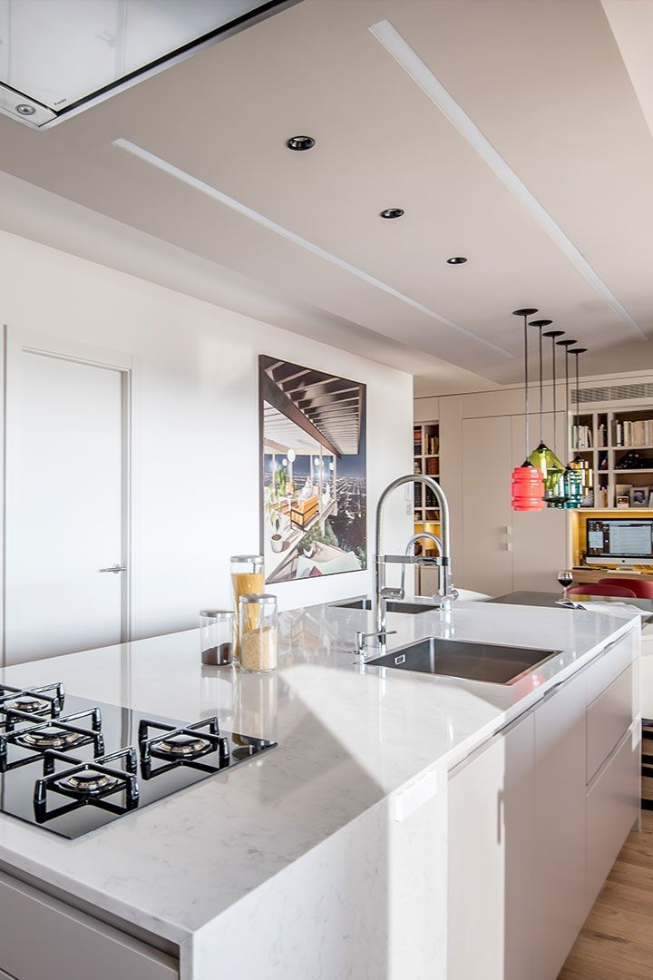 Cocina Santos, modelo #Intra L en color Gris Arena #cocinas - cocinas en l
