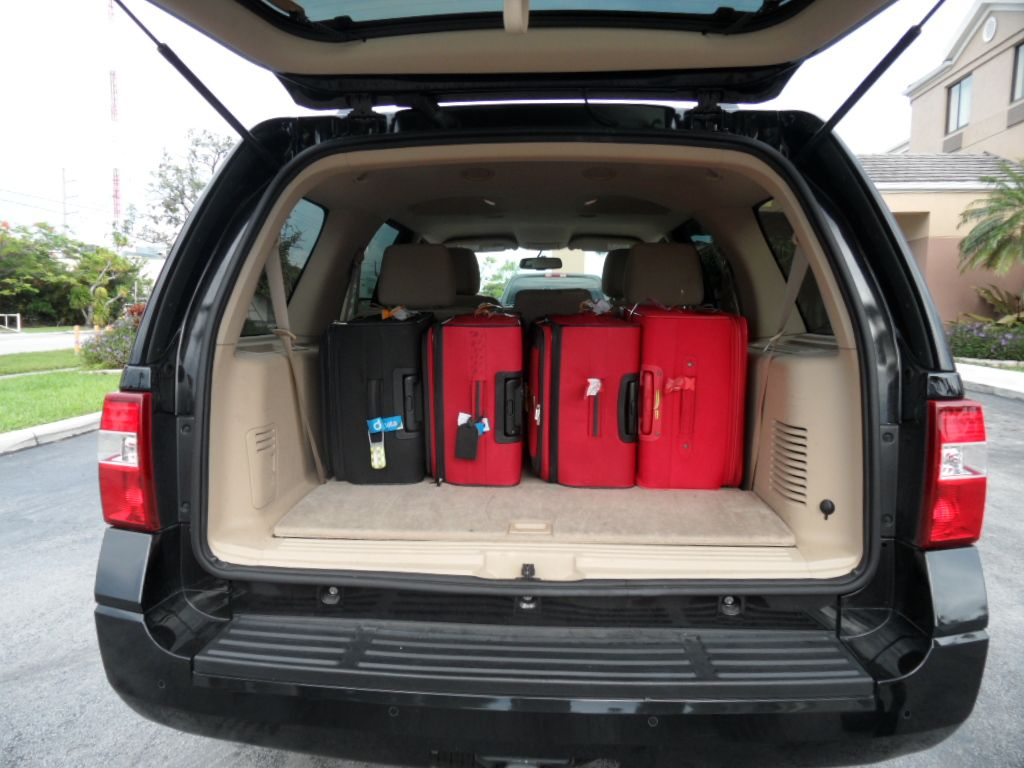 Ford Expedition Xlt With Massive Luggage Space