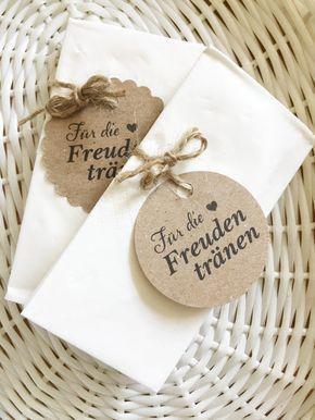 sind auf der Suche nach zauberhaften Freudentränen Taschentüchern für Ihre rustikale bzw. Vintage Hochzeit? ♥♥♥  Die Taschentücher sind 100% handmade in Österreich. Kuschelweiche...