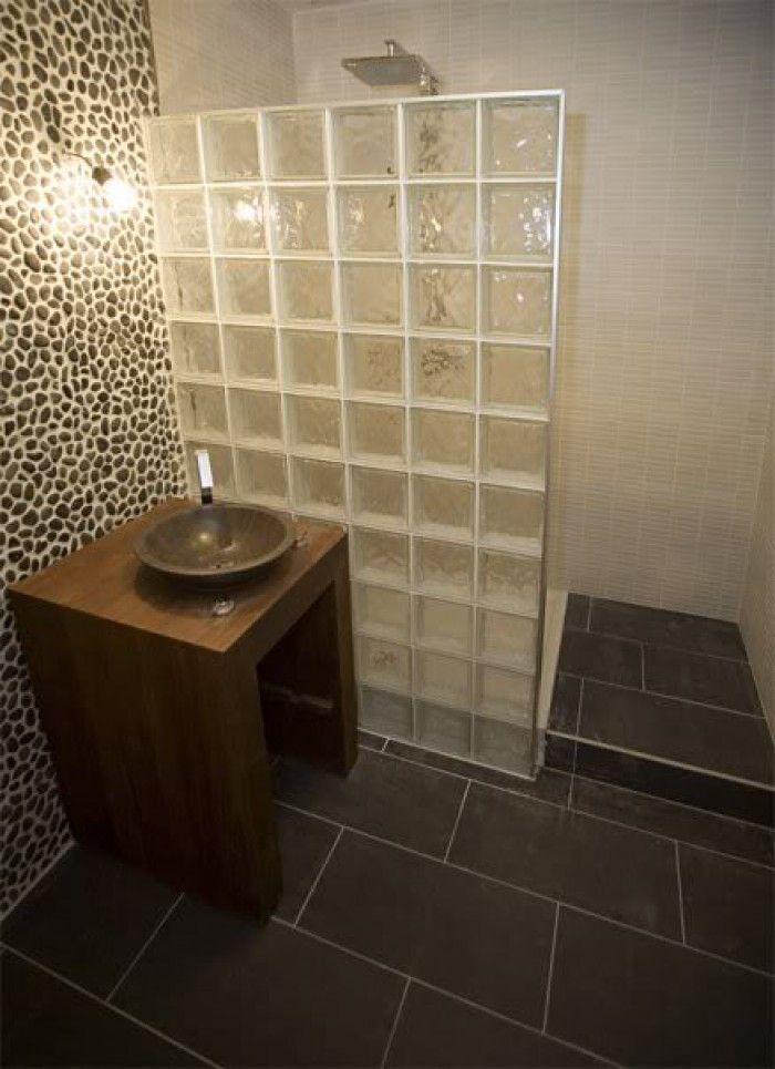 Nog een voorbeeld van een inloopdouche met glasblokken house pinterest badkamer met en - Decoratie douche badkamer ...