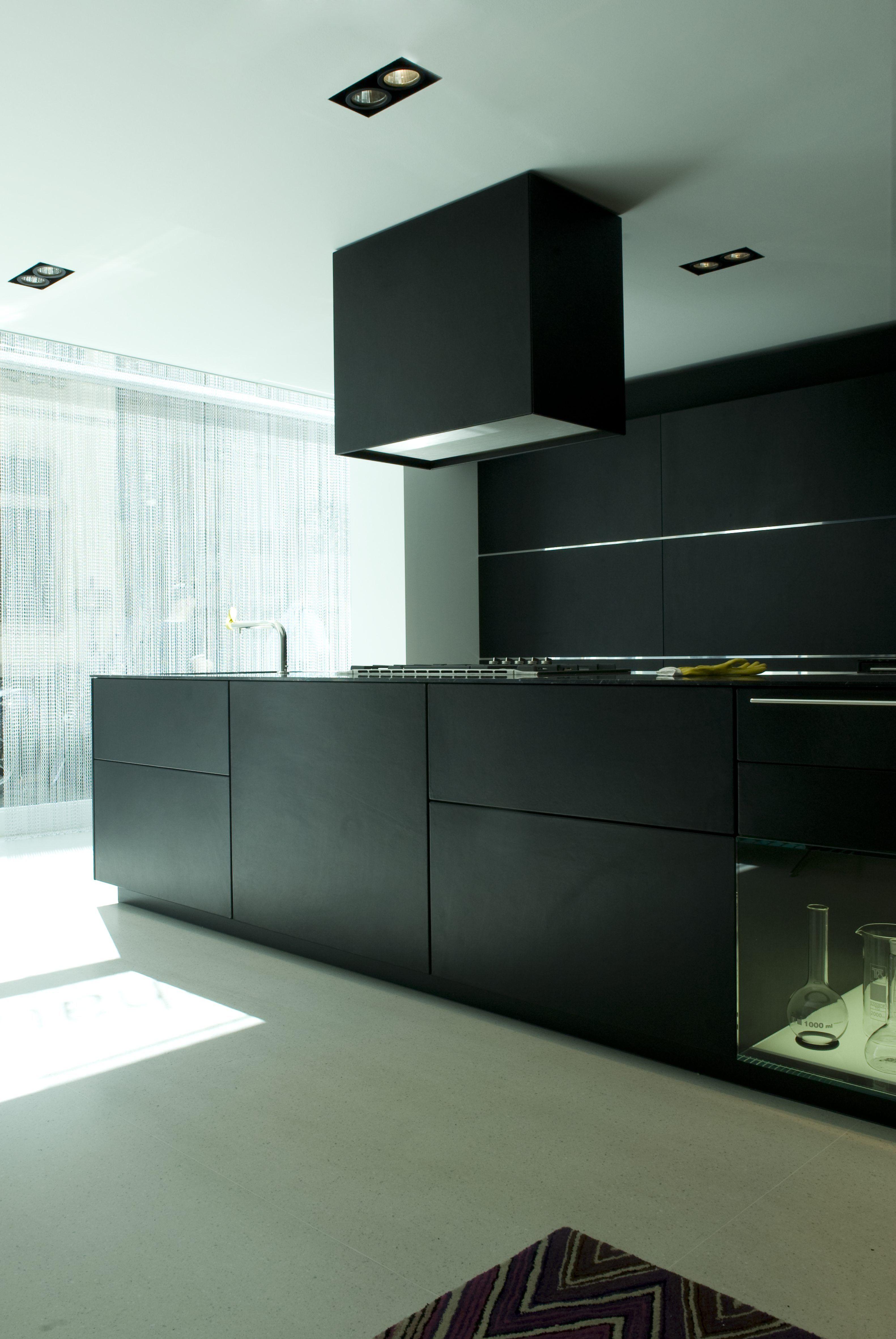 Converttoblack Bulthaup Kitchen In Black Dunkle Kuche Kuche Schwarz Moderne Kuche