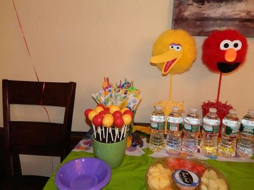 Red and yellow sesame Street themed cake pops by @poundcakes812 - http://poundcakes.yolasite.com/