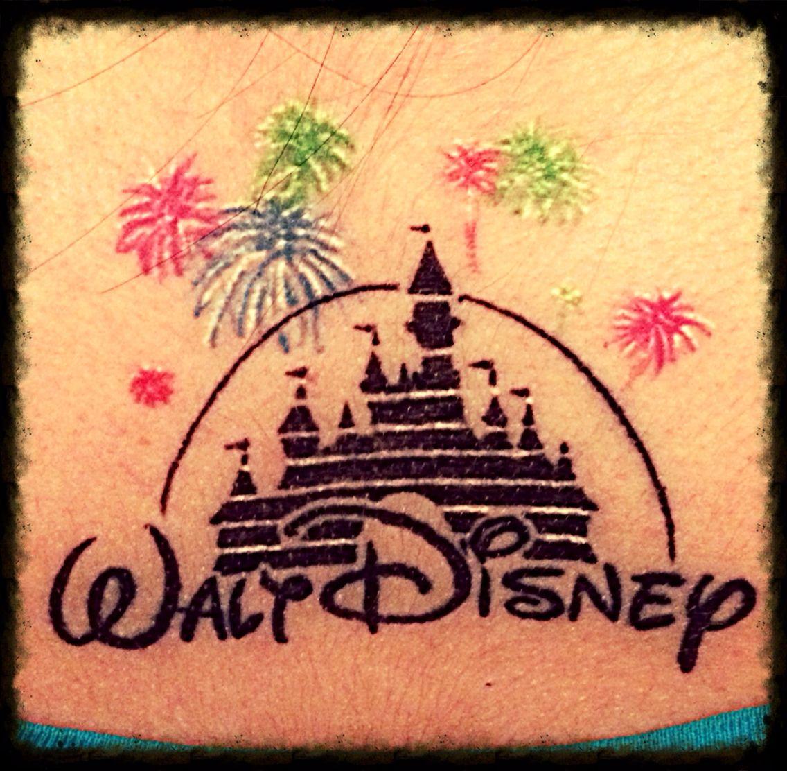 disney castle tattoo tattoos pinterest disney tatuaggio di castello disney e tatuaggio. Black Bedroom Furniture Sets. Home Design Ideas