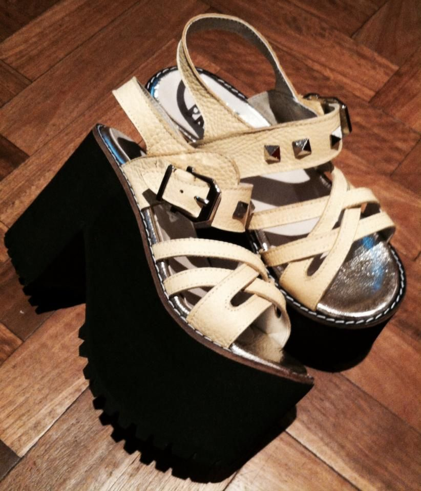 c5beeb5d6 sandalia plataforma negro + crudo + tachas. verano 2015 ...