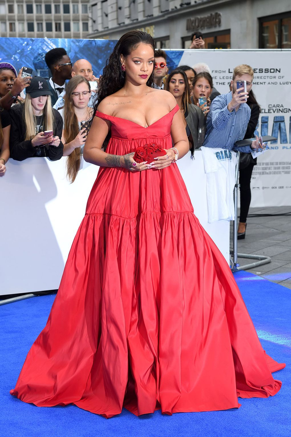 28 celebrities in red (aka the hottest colour of the ...