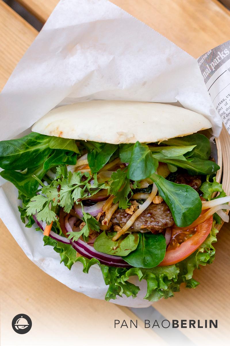 Seid Ihr auch schon auf den Geschmack von asiatischen Burgern gekommen? Bei Pan Bao am Ostkreuz gibt es eine große Auswahl, auch mit vegetarischen Optionen.