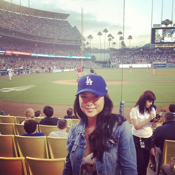 a14c0d1762006 Arianny Celeste Dodgers Hat with jean coat - classy