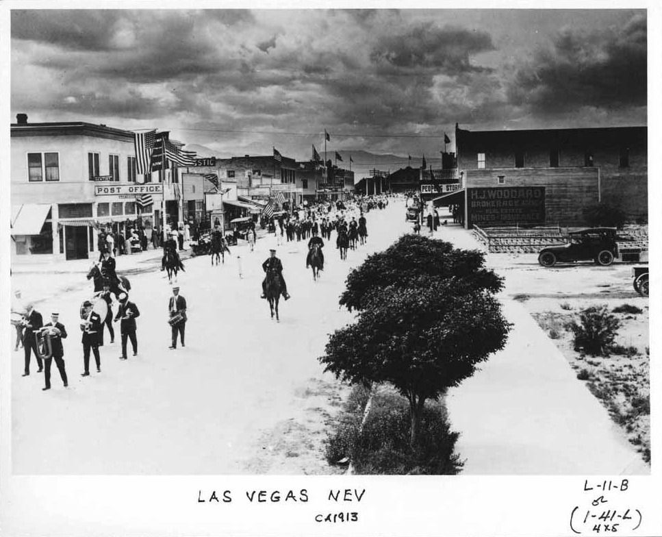Memorial Day Las Vegas 1913 Governor Oddie Leads A Decoration Day Parade Down Fremont St From The Depot Shown Here Is Fremont Las Vegas Las Vegas City Vegas