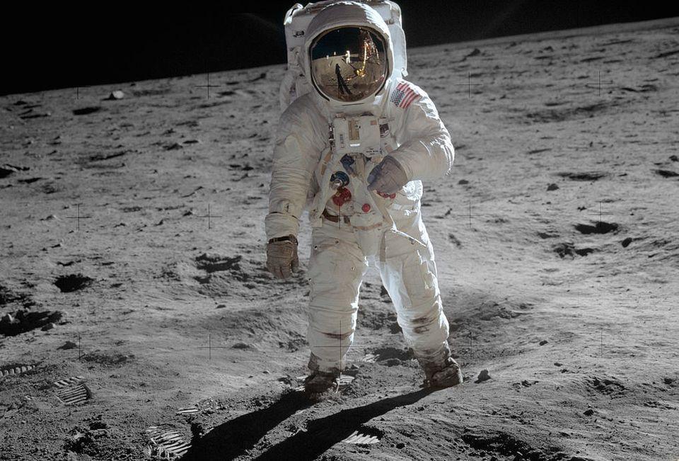 أبولو 11 رحلة أول قدم بشرية تطأ القمر Moon Landing Apollo 11 Neil Armstrong