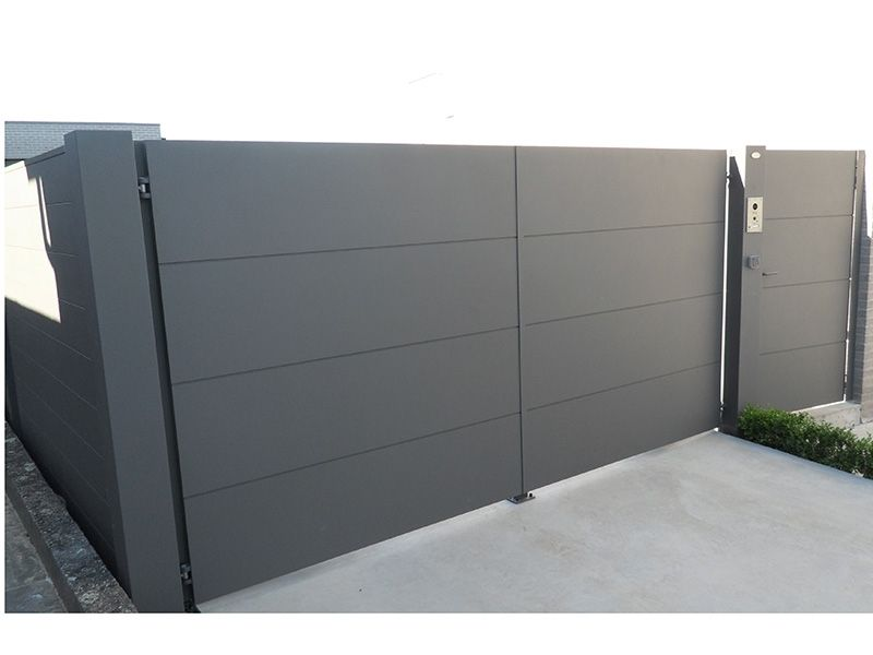 Automatische Poort In Aluminium Carson Metallooks Home Gate Design Gate House Garage Doors