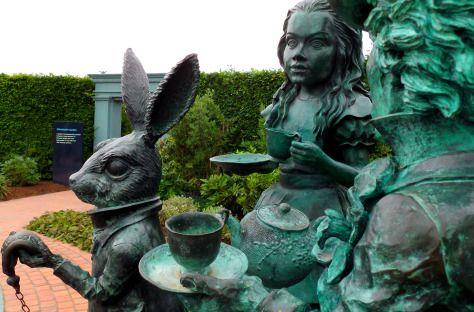 b78bbc55e34148f7d7c6679f7e08afbc - Hamilton Gardens New Zealand Alice In Wonderland