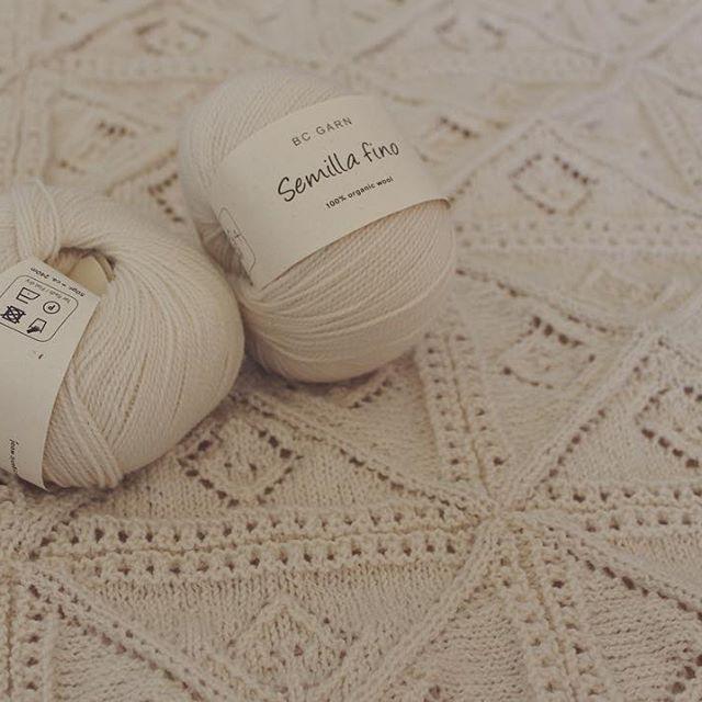 En opskrift på et strikket babytæppe er på vej  // Knitted baby blanket pattern coming up  #semillafino #bcgarn #økologisk #garn #strik #strikket #babytæppe #egetdesign #organic #wool #yarn #knit #knitting #babyblanket #ecoknittingdk #vsco #vscocam #vscogood #vscophile