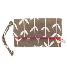 This cute little clutch bag by Skinny laMinx in the 'Orla' design is great for adding a bit of Skinny style to an evening out.