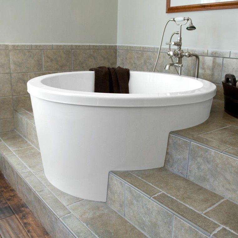 petite baignoire d 39 angle et solutions pour petits espaces am nagement de salle de bains. Black Bedroom Furniture Sets. Home Design Ideas