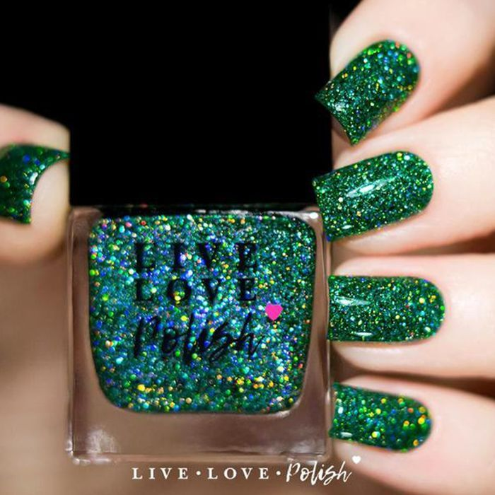 Holiday Nails Hours: 12 Cool Nail Colors That Are Perfect For New Year's In
