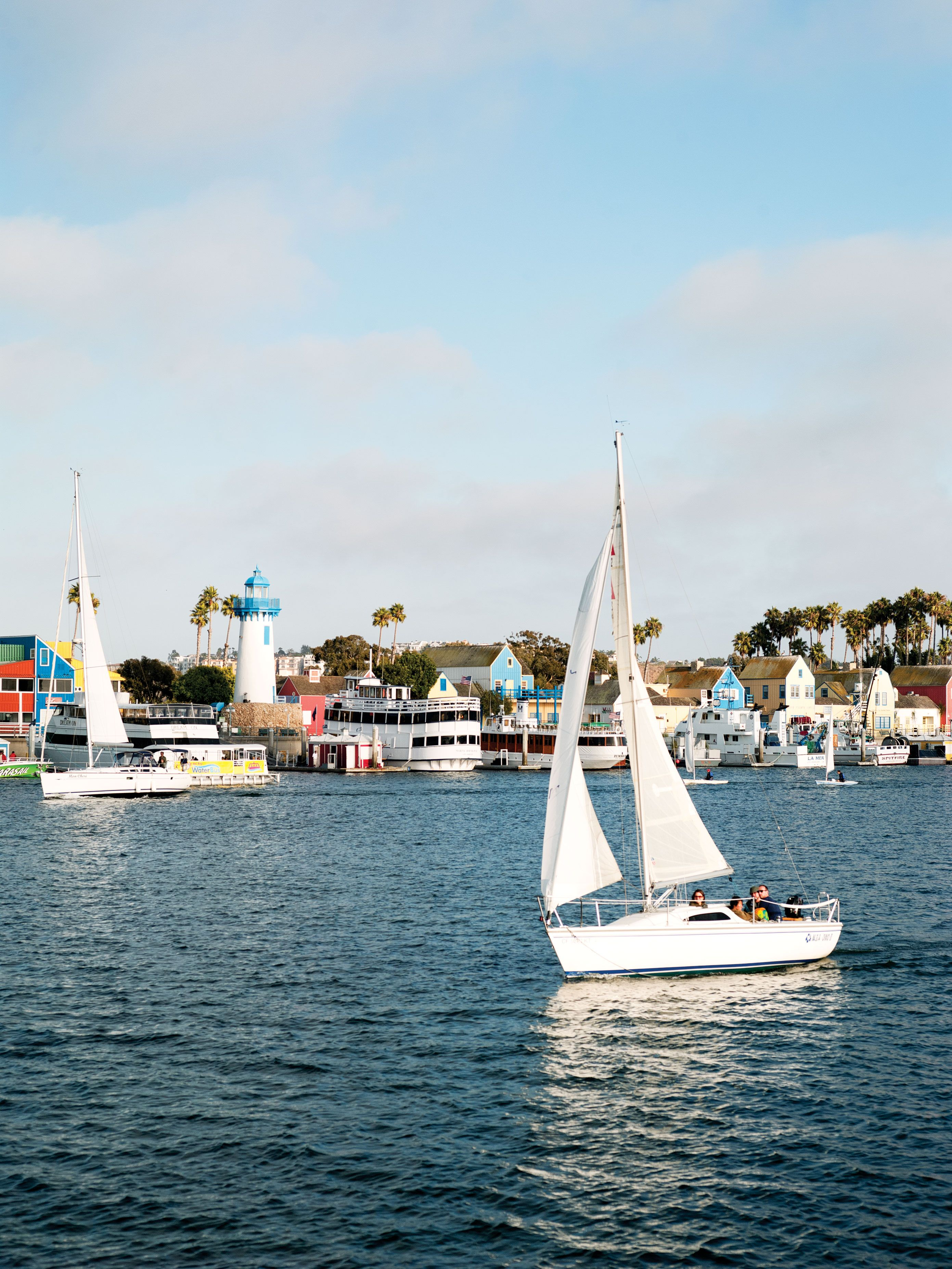 Sailing Marina Del Rey Ca Marina Del Rey May Be The Low Key Neighbor To Santa Monica But It Has The Largest Manmade Small Boat Outdoor Adventure Boat Trips