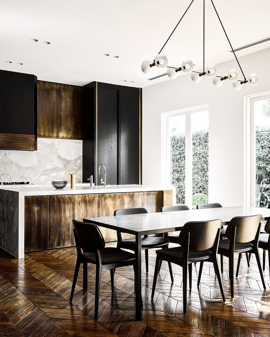 This kitchen in a Melbourne home designed by David Flack exudes ...
