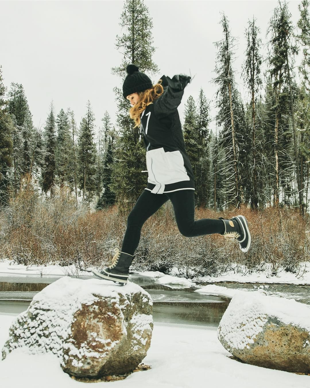 「Way to make us excited for snow days, @kylieturley. ❄️ @sorelfootwear #SORELstyle #UOonYou」