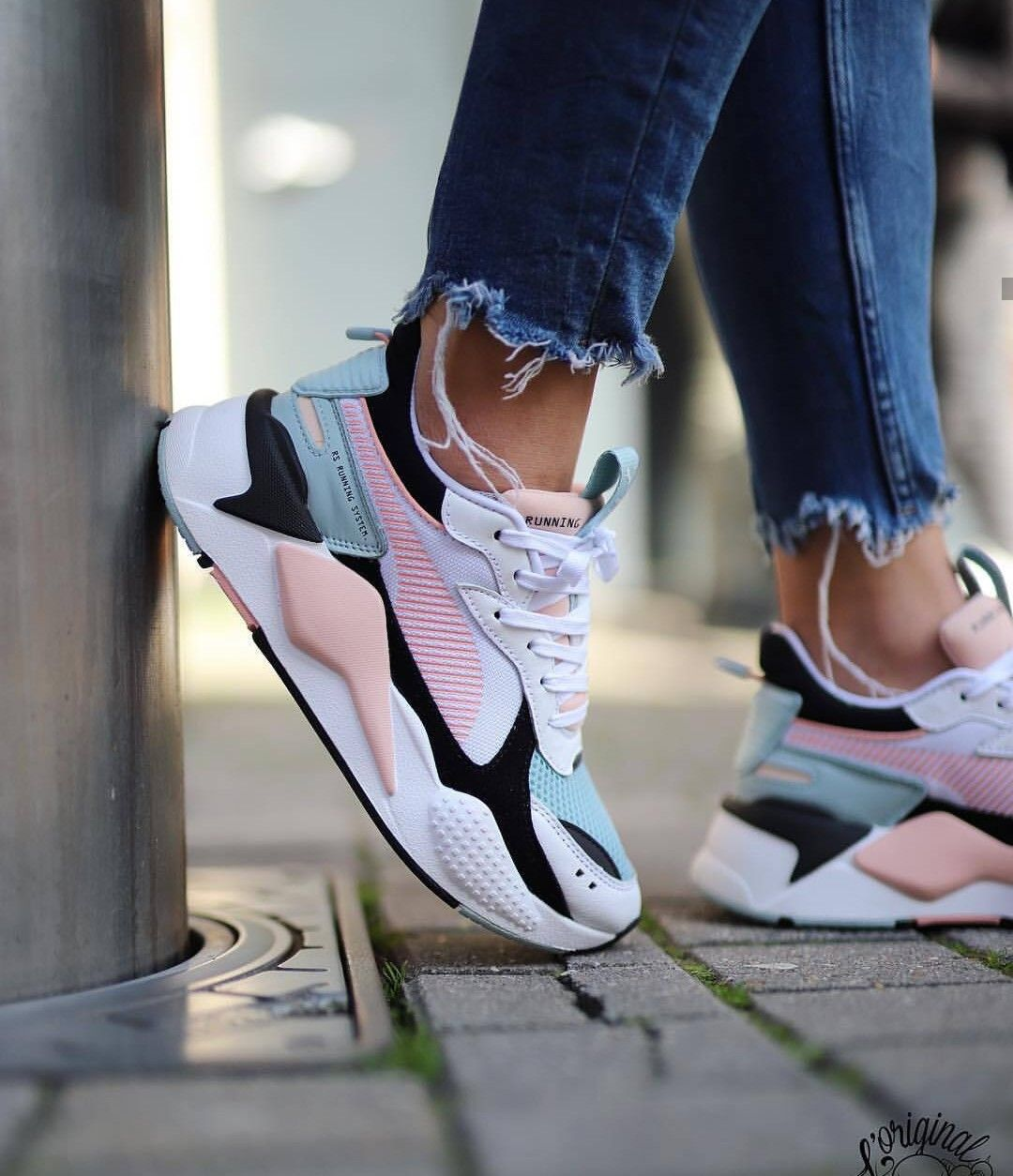 Pink nike shoes, Sneakers fashion
