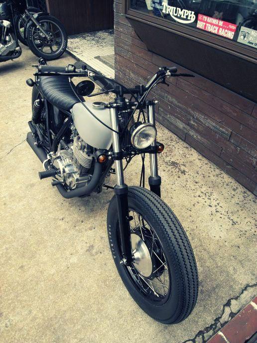 Brat style sr400 motorcycles pinterest for Garage seat 91