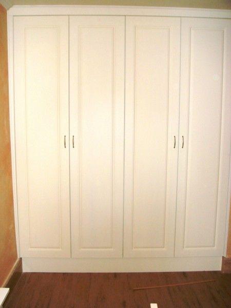 armadio a muro su misura per ingresso con 4 ante a battente laccato