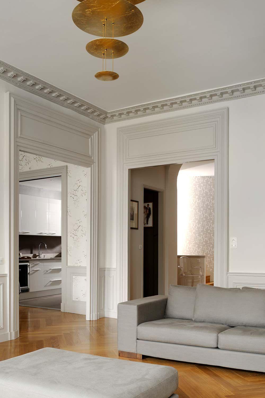 Salon: nuance de gris ou de beige pour contours fenêtres et cloison de séparation centrale ...