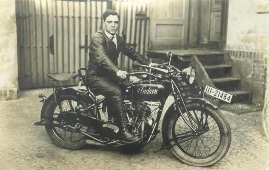 1924 Indian Chief Classic Motorcycle Pictures Indian Motorcycle Vintage Indian Motorcycles Classic Motorcycles