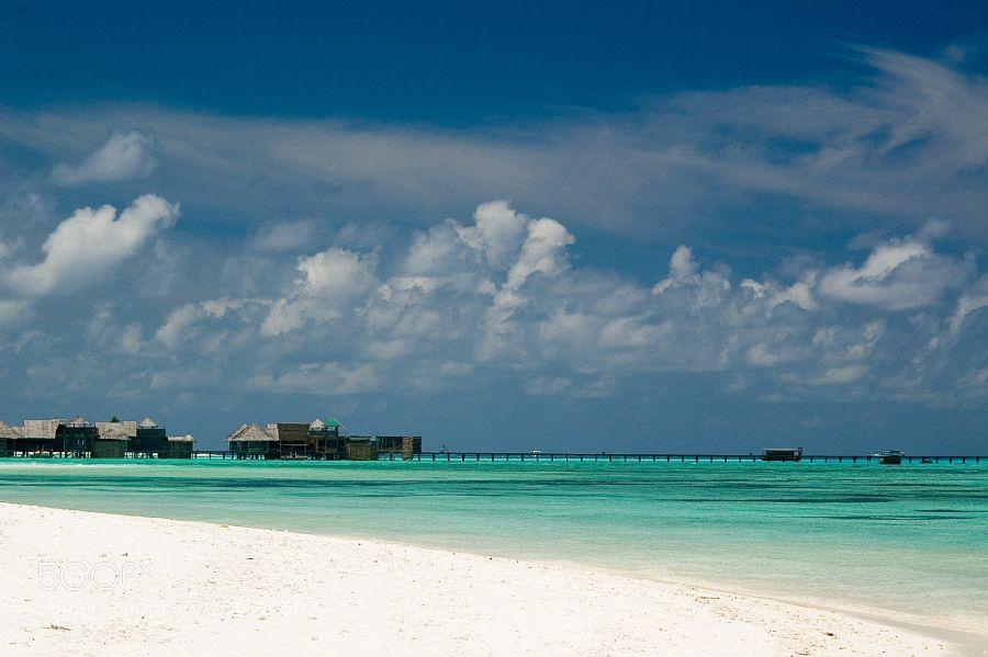 Malediven - Pinned by Mak Khalaf Travel AsiaBeachBlueHutsIslandMaldivesOceanSandSeaWhite Sand by ManuelMatthes