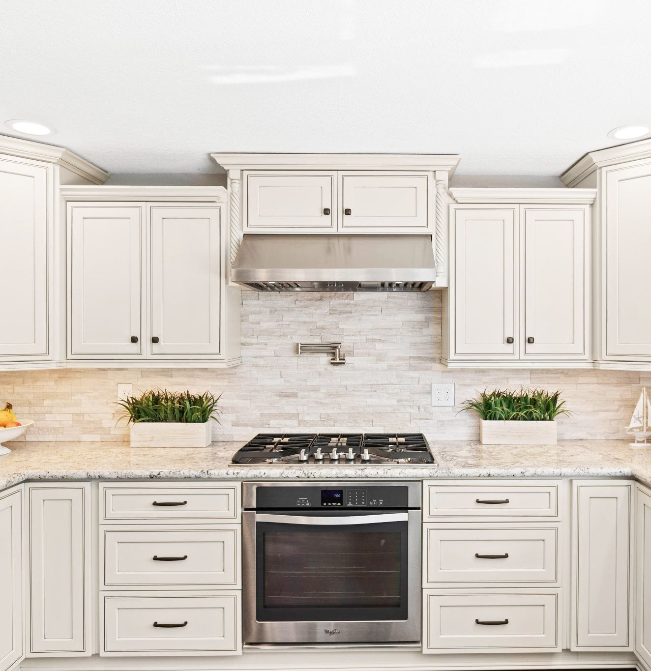 Home Cabinet Westbury H9 Style Pearl Maple Glazed Kitchen Glazed Kitchen Cabinets Classic Kitchen Design Kitchen Remodel