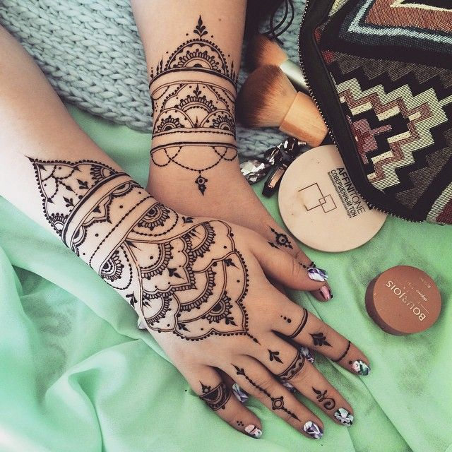 Inflicting Ink Tattoo Henna Themed Tattoos: Chains Are My Passion #Mehndi Glove & Bracelet #henna
