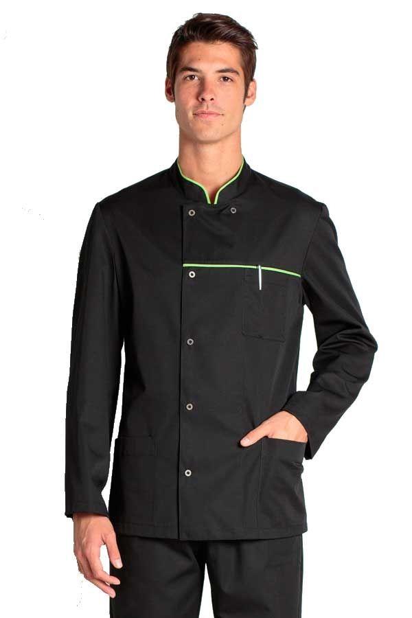 Esta chaqueta negra de hombre Dyneke es de manga larga y cuello mao. Se  abrocha con corchete metálico y lleva un vivo contrastado alrededor del  cuello. 81ab35992e089